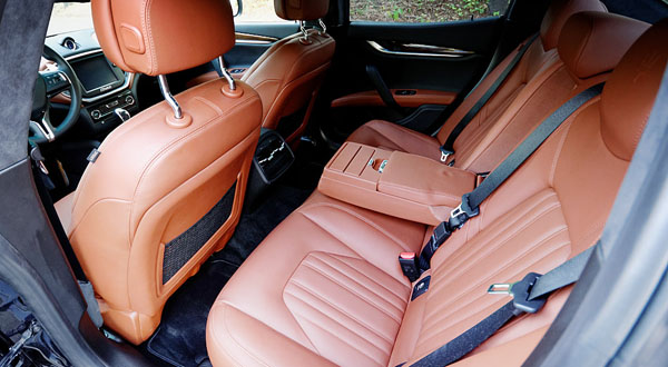 maserati-ghibli-s-q4-interior-rear
