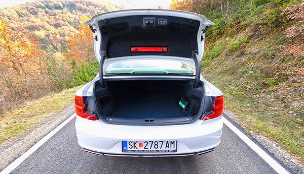 volvo-s90-rear3